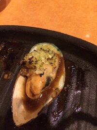サイゼリヤのムール貝の上に乗ってるソース?は家で再現できます?  ニンニク?玉ねぎ?この味が大好きです!  作り方分かる方教えて下さい(>_<)