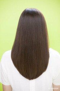 画像のような後ろ姿の髪にしたいです。 全体の長さが揃っているような感じにしたいのですが、髪を軽くする、すきますねと美容師さんに言われるがままにされると画像のようなきれいな後ろ姿はで きませんか? すくと髪が短くなって、バラツキがでますか? お願いします(>_<)