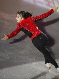 フィギュアスケートの本郷 理華さんのエキシビジョンのスリラーの衣装でパンツの後ろに光る点のようなものは、なんでしょうか? 動画でも、そこに目がいってしまって、せっかくの演技に集中でませんでした。 エ...