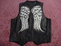 海外ドラマのウォーキングデッドでダリルが着用しているエンジェルベストの羽に近いデザインのジャケットを探してます! どこを探せば見つかるでしょうか? ジャケットでなくても似たデザインの服は売っているで...