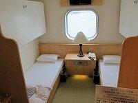 新日本海フェリー新型すいせんの(1等洋室)ステート4P or 和室どちらが良いと思いますか? 条件は大人3人です。  新型船のステートルーム4人部屋は上段は折り畳みで、雑魚寝スペースが無く TVが天井付近に付...