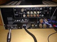 amラジオのループアンテナを購入したのですがオーディオ機器への接続方法がわかりません。 ループアンテナはAmazonで↓の商品を購入しました。  http://www.amazon.co.jp/TECSUN-Tecsun(徳生)AM用-ループアンテナ-AN-200/dp/B0042IGPI2  どなたかわかりませんか?