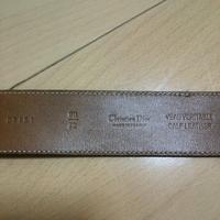 クリスチャンディオールのレディースベルトなのですがかなり昔に戴いて使用してたのですがこれは本物でしょうか?ベルトの内側のこれはシリアルナンバーのようなものなのでしょうか?ご存知のかたいらっしゃれば教え て下さい。よろしくお願いいたします!!