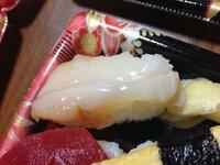この寿司ネタは なんという貝ですか。 スーパーで購入したものです。