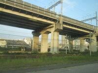 大宮駅の謎の線路  先日埼京線に乗っていたら大宮から地下を這い上がるときに大量の謎の線路がありました。 もちろん車両は停まってませんでした。 東北線からも新幹線の高架線の向こうに見えます。 何の線路...
