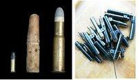 紙製薬莢の防水と早合について質問です。 紙製薬莢には、油などが塗っていて、それによって、ある程度の防水となり、紙で包まれた弾丸を銃身内に押し込むときに潤滑の役を果たしたほか、これらは発砲時に溶け、火薬の燃え滓と混じることで銃身内の残滓を取り除きやすくなったそうですが、では質問です。 早合にも、防水加工していたのでしょうか?