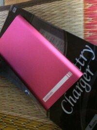 battry charger plusという 手持ち充電器 本当にゴミじゃないですか? スマートフォンにはささらないし コンセントから充電できないし… よく見たらbatteryという英語も 違うのですが、これは騙されたの でしょう...