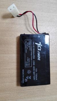 jiade製バッテリーの代替品を探しています。10V 750mA 息子のお気に入りのラジコンですがバッテリーに不具合があり交換したいのですが国内では入手困難で困っています。 代用する方法について良いアイデアございましたらご教示お願いします。サイズ不問、多少の加工は行います。
