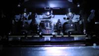 僕が使っているカセットデッキの音のバランスがおかしいです。右の方が大きくて左が小さいです。(下に画像あり)クリーニングなどもしましたが改善しませんでした。なのでオートリバースなのでアジマスのズレを疑い ました。そのアジマス調整ですが下の画像の赤丸で囲ってある所で正しいですか?初めてなので・・・  出来れば調整のコツなども教えていただきたいです。 機種はSONYのTC-V715です。