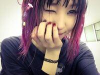 LiSAのような髪のカラー かわいいですよね! 男なのですがLiSAのような雰囲気のカラーをしてみたいです!  長さはショートです!  どのようにすればよろしいですかね!? どのように美容師につたえればいいですか...