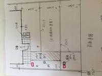 お願いします❗️機能門柱 位置 新築の外構での機能門柱の位置で悩んでます。 赤ペン二箇所でしたらどちらの位置がいいと思いますか? イメージが付かず困ってます。 新聞はとらないので遠い から億劫という事...