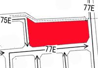 路線価での土地評価はどうしたら良いでしょうか? 路線が複数の場合が わかりません。  路線価図の赤い部分で3つの道路に挟まれてます。 右と下の道路は77E 左の道路は75Eと書かれてます。