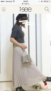 冬、この季節に 夏に買ったプリーツスカートを合わせるのは変ですか?  写真のような感じに アウターを着るのですが、 やはり生地が薄いので、裏地はついていますが、 足首の方はよく透けてしまいがちです。  ス...