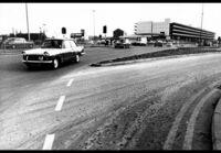今は第三次交通戦争状態なのでは。 1960年から1970年に交通事故死が増えて交通戦争と呼ばれたそうですが。 1980年から1990年も交通事故が増えて第二次交通戦争と呼ばれたそうですが。 そして2...