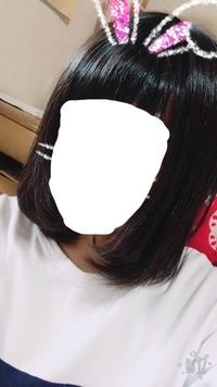 黒髪に毛先をピンクにしたいのですが、バイトがダメで毛先を隠す方法を教えてもらいたいです。こくさいも考えたのですが、あまりうまくいかないと聞いたので、、、 染める、隠すより黒染め以外 の回答でお願いし...