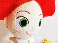 下記のぬいぐるみの目みたいに、手縫いでもこういった刺繍された目が縫える方法を教えてください!  ミシンがないのですが、どうしてもこういったボタンではなく刺繍された目をぬいぐるみにつ けたいです。
