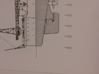 ヤヌス・シコルスキー著の「戦艦大和図面集」を 持っている人に質問です。 大和の諸元は、喫水線長256m 垂線間長244m なのですが、図面集の一般配置の図面には、246mとなっています。  この246mというのは、喫水線長ではないのでしょうか?それとも、この図面集の記述が間違っているのでしょうか?  回答、指摘よろしくお願いします。