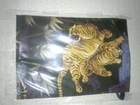 我聽説這布袋是在日本江戸時代使用的錢包叫道中財布。 那是不是眞的? 日本江戸時代也有不有老虎在日本? 一看跟中華的老虎畫一様像不?