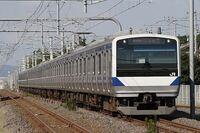 上野東京ラインについてです。 上野〜秋葉原の区間があんまりにも遅すぎます。 上野〜東京をノンストップで結んでる意味が分かってるのか疑問です。 なんで、低速運転しているのでしょうか?  (個人的な意見) 上野〜秋葉原は、普通の電車の速度で運転して欲しいです。それができないなら、御徒町・秋葉原にも上野東京ラインを停車してほしいです。なぜなら、御徒町は、大江戸線・日比谷線・銀座線と乗り換えができて...