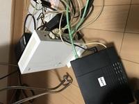 AU光のonuは他の家に行っても使えますか? なんか特殊なコードみたいなのがあってそれが新しい家ではさせる場所がないのです。 新しい家は部屋にLANケーブル挿すとこがあって、パソコンには全 然詳しくないのですが、パソコンとWiFi両方使うにはどうしたらいいですか?