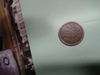 先日レジでお釣りで10円玉をもらい見てみたら昭和26年のギザ10でした。比較的きれいでした。 どのくらいの価値があるのですか?