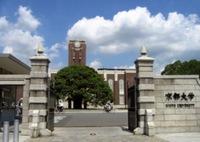 甲南女子大学から京都大学大学院へ入学できますか?友達を見返したいです。 甲南女子大の4年生です。大学受験に失敗し甲南女子に来ました。それをやり返したくて就活してて大企業80社くらい (全日空とか日本...
