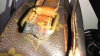 ルイヴィトンモノグラムのショルダーバッグを長年愛用してたため、左側のストラップのリングが通っている革の部分が1センチ弱くらい破れかかっていたので、ルイヴィトンの修理に持っていきましたが、高額な修理代...