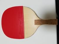 卓球ルールについて質問です。  ペンラケットの裏面にラバーを貼っているのですが、画像くらい、グリップとラバーの間に間隔が空いていてもルール的に問題ないでしょうか?  宜しくお願いし ます。