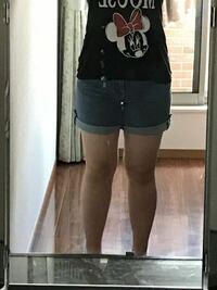 この足太いですよね? 気分を害されたらごめんなさい   短パンなんか履いてんじゃねーよって思いますか?  ご意見聞かせてください。 ちなみに身長は164cmです。