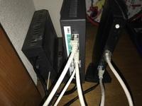 ドコモ光 ひかり電話 エレコムWi-Fiルーターのつなぎ方で困っております。  ドコモ光を契約後すぐにエレコムのWi-Fiルーターを購入して接続。 問題なくしようしておりました。 そして最近ひ かり電話を契約。 ルーターが計3台となりました。 元々あったドコモ光のルーターのLANケーブルをひかり電話のWANポートに接続。 ひかり電話のルーターのLANポートとエレコムWi-Fiル...