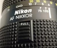 ニコン 75-300mmを中古で買いました。 FULLかLIMITを選択するスイッチがあるのですが、どう使い分ければいいのでしょうか? カメラに詳しい方回答お願いします。