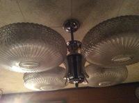 古い室内照明の外し方を教えてください。写真の器具です。