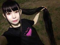 日本一長い髪の毛ってこの人の約2メートルって本当ですかね? もっと長い人居ると思いますか?