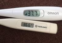 体温計によってこんなに体温が違うものなのですか?同じ時に測った温度です。どっちが正しいんでしょう、、?