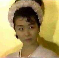 「藤井フミヤの嫁に似てるね」って言われました。 気になって調べてみたのですが、お嫁さん可愛いですよね。   似てるって言われたこと、喜んでいいんでしょうか?    ※結婚会見のときの写真です
