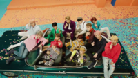 韓国のグループ、SEVENTEENで 度ありのコンタクトを付けてるのは 誰がいますか?