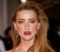 外国人女性は、なぜ、このような、前髪を、している方が、多いのでしょうか? 前髪、まっすぐな、外国人女性は、あまり、いませんよね?