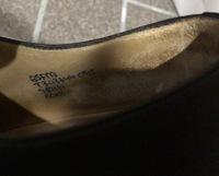 チャーチの靴について、今更ですが今履いているサイズが分からず困っております。  サイズ表記らしきものが画像の部分しかありませんので、もしこの部分で分かるようであれば、教えて下さい。 よろしくお願い致...