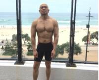 ダウンタウン松本人志の↓↓この 筋肉はステロイド等の薬物はやっていると思われますか???   負荷トレーニングだけでこの筋肉体は出来ますか?
