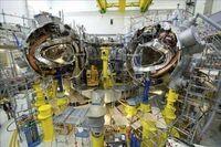 核融合発電について質問です。   核融合発電とは、現在開発中の原子炉の一種で、原子核融合反応を利用したもの。 21世紀後半における実用化が期待される未来技術の1つであるが、ここで質問です。 核融合で発電機で発電する場合、発電システムは核分裂型原子力発電と同じ、蒸気タービンで発電する構造なのでしょうか?