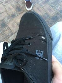 新しい靴スケボーしてたら1日で穴あいたんですけどそんなもんですか? シューグーとか買ったほうがいいですか?