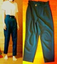 このパンツはどのようにコーディネートしたら良いですか? 濃い青緑のタックパンツです  ファッション 服装 服飾 ブランド プチプラ