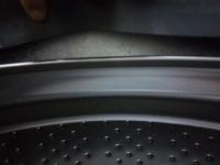ドラム式洗濯機の泡残りについて。  ドラム式洗濯機を使用しているのですが、液体洗剤を使うとドアパッキンのところに泡が残ります。 今まで試した洗剤は、トップのクリアリキッドジェル、泡 立ちが少ないとネ...
