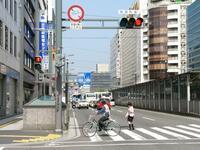 この写真の道路は、事実上自転車は通れないものとみてよろしいですか?(車道は自転車通行止めで、歩道は自転車歩道通行可ではありません)