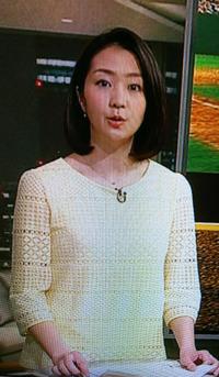 サタデースポーツの副島萌生アナは淡い黄色のワンピースが可愛いです。