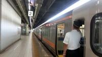 JR東海東海道本線の「名古屋」駅2番線(上り:豊橋方面)が使用されていませんでした。 そのため新快速と各駅停車の相互乗り継ぎに階段の昇降を伴う事になりましたが、利用者のことをまるっきり考えていないのでは?