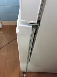 冷蔵庫の扉がピッタリと閉まらなくなりました ・磁石は生きてます ・パッキン周りの掃除はしました ・パッキンに歪みはありません ・冷蔵庫は傾いてません(前後に傾けて検証済み) 原因はなんでしょう? また、自分で直す方法等がありましたらご教授ください。