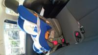 チャイルドシートについて質問です。 新生児のチャイルドシートの傾きは 写真のような角度で問題ないでしょうか?(>_<) アクアなので車内がせまくて心配です。