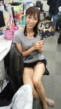 50代のミニスカートやショーパン、しかも生脚どう思います? 画像は元バレーボール選手の大林素子さん50歳
