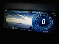 日本車に全面液晶メーターが無いのはなぜですか?  今度の新型クラウンも液晶メーターじゃないし、  世界の主流は全面液晶になりつつあるのに。
